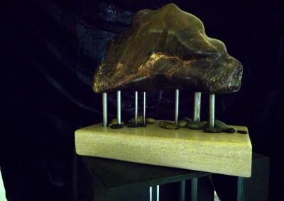 7- Le legs du passé, albâtre, calcaire, acier 9x14x6po)